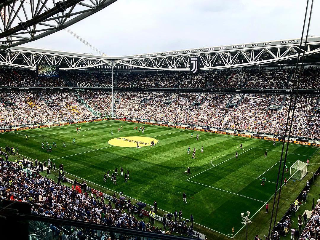 Stadi di calcio: l'attività principale di domenica o mercoledì